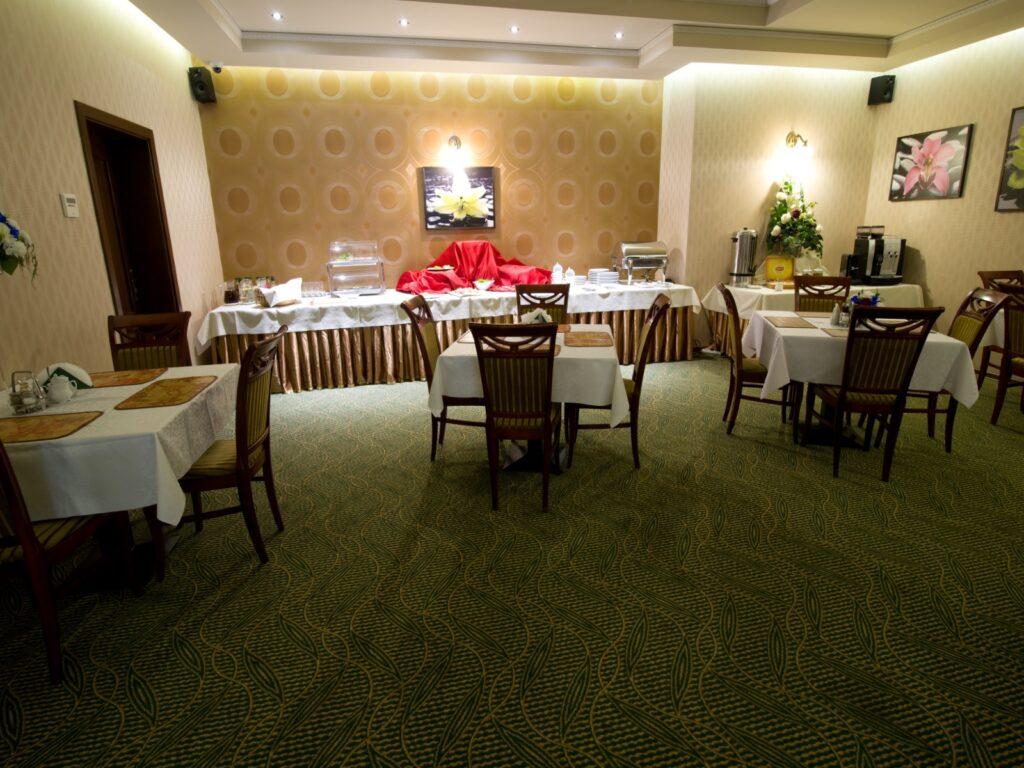 Restauracja Złote Arkady – posadzki winylowe i dywanowe - Częstochowa 13