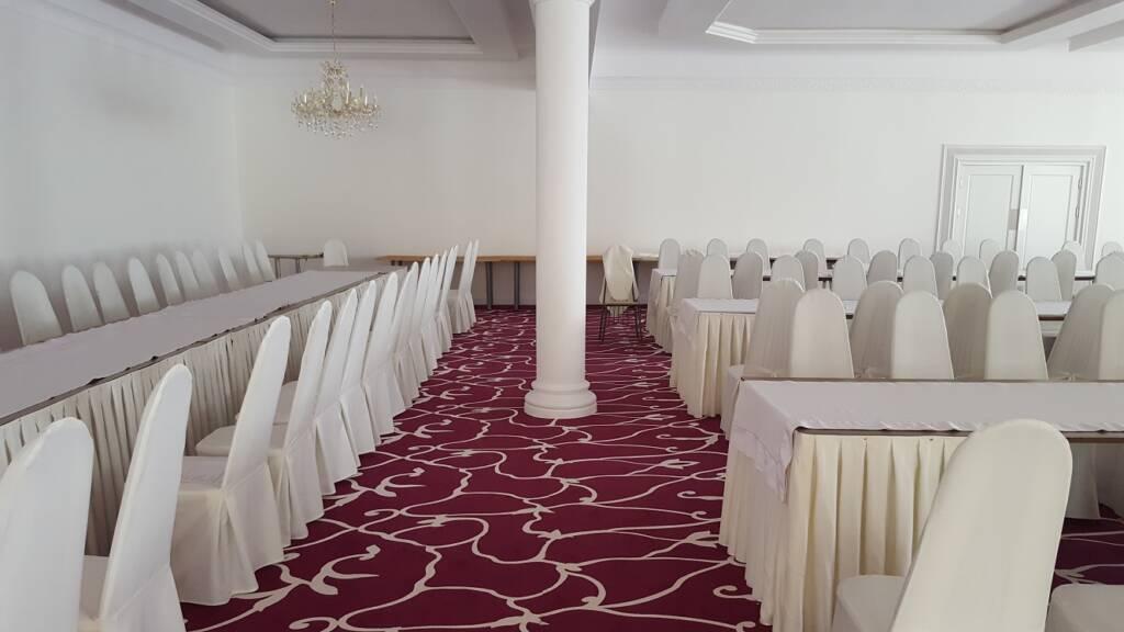 Wykładzina dywanowa w restauracji w Czarnym Lesie – wzór zaprojektowany dla klienta 1