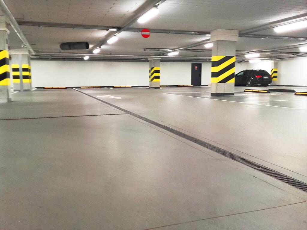 Posadzka żywiczna kolorowa w garażu podziemnym w Zakopanem 1
