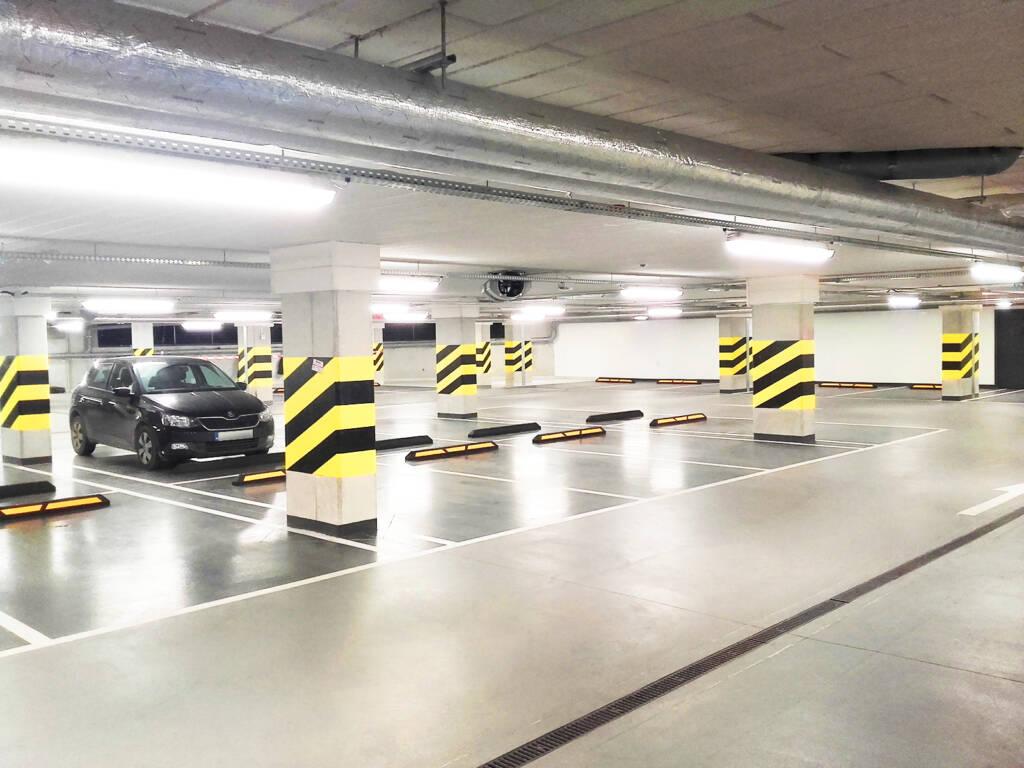 Posadzka żywiczna kolorowa w garażu podziemnym w Zakopanem 11